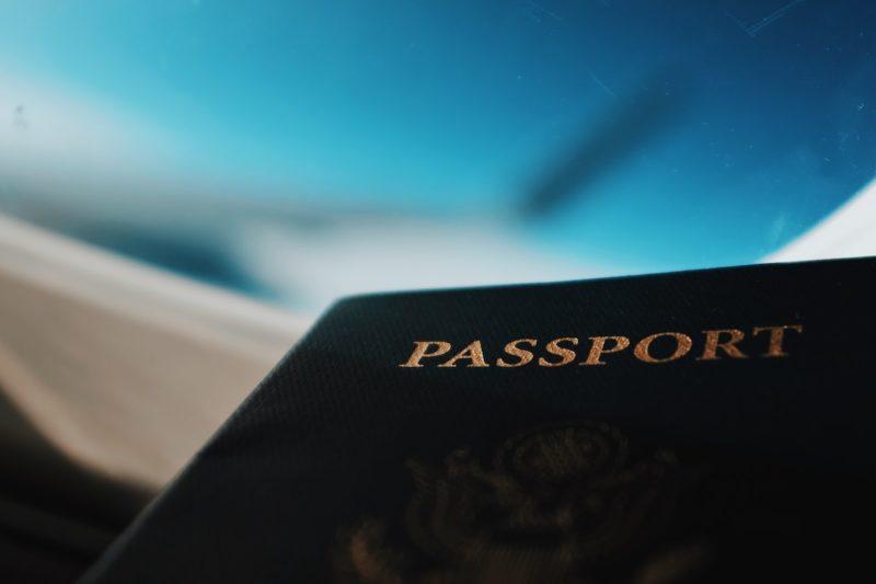 パスポート フライト機内にて