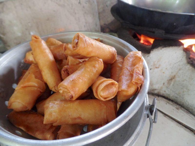 カンボジアの料理教室で作った春巻き
