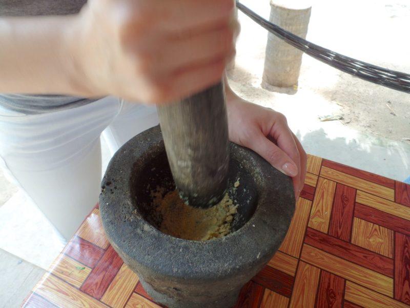カンボジアの料理教室の石臼のすり鉢