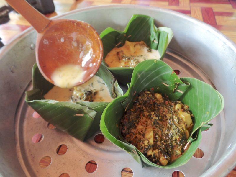 カンボジアの料理教室で作ったフィッシュアモック