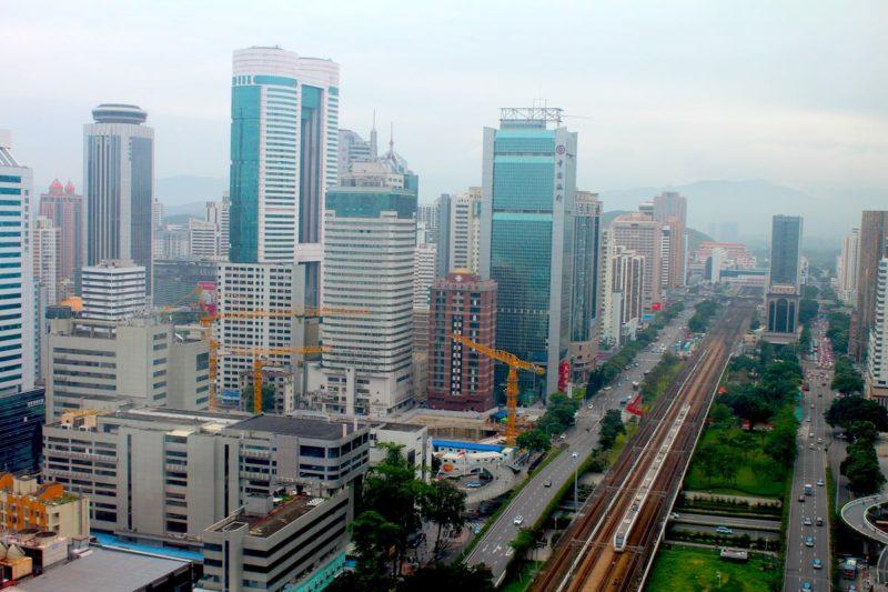 ステイ先の深セン中心街から、香港方面を見た景色