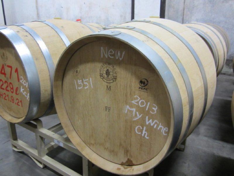 ワイン樽で育てたシャルドネのマイワインを発酵熟成