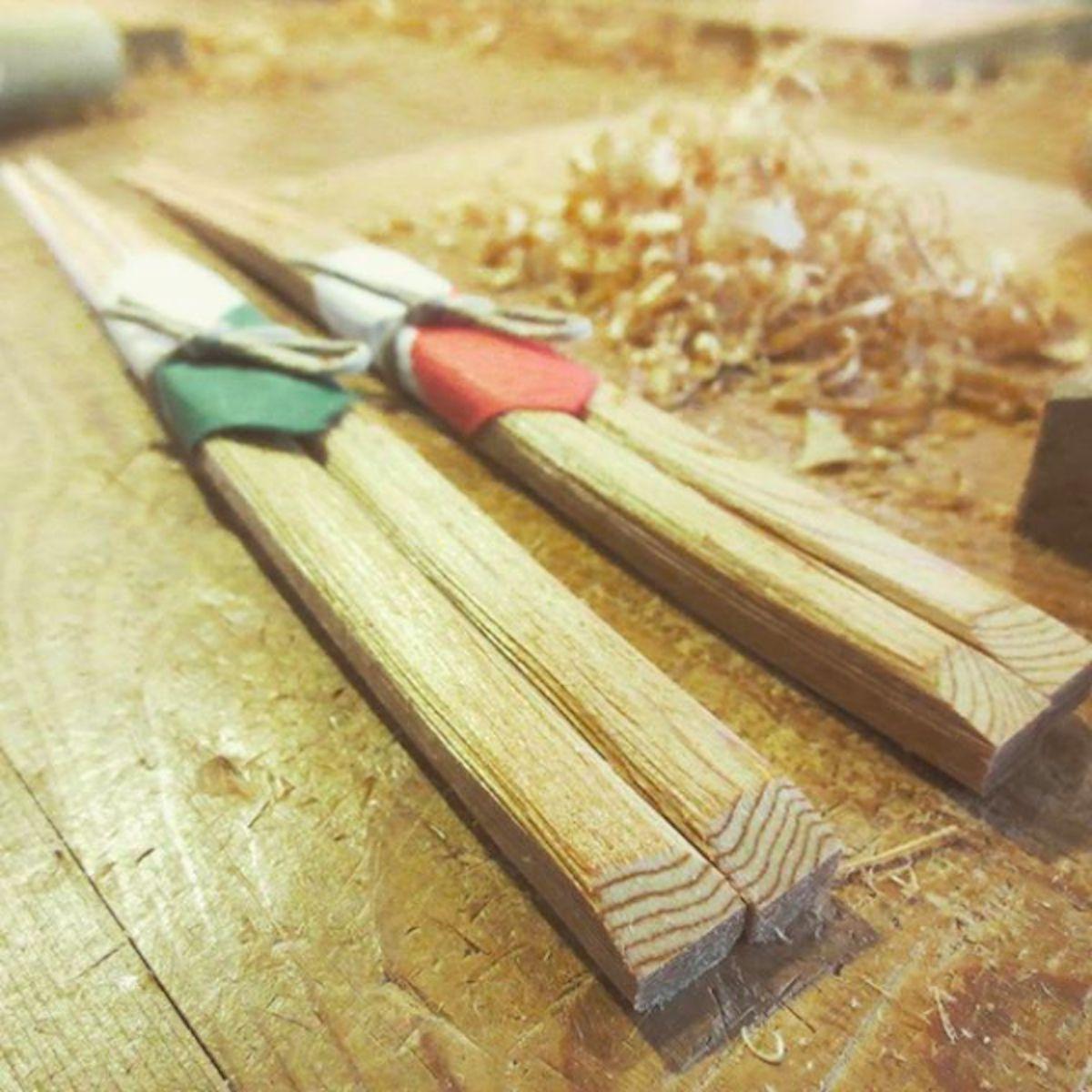 屋久杉で作った夫婦箸