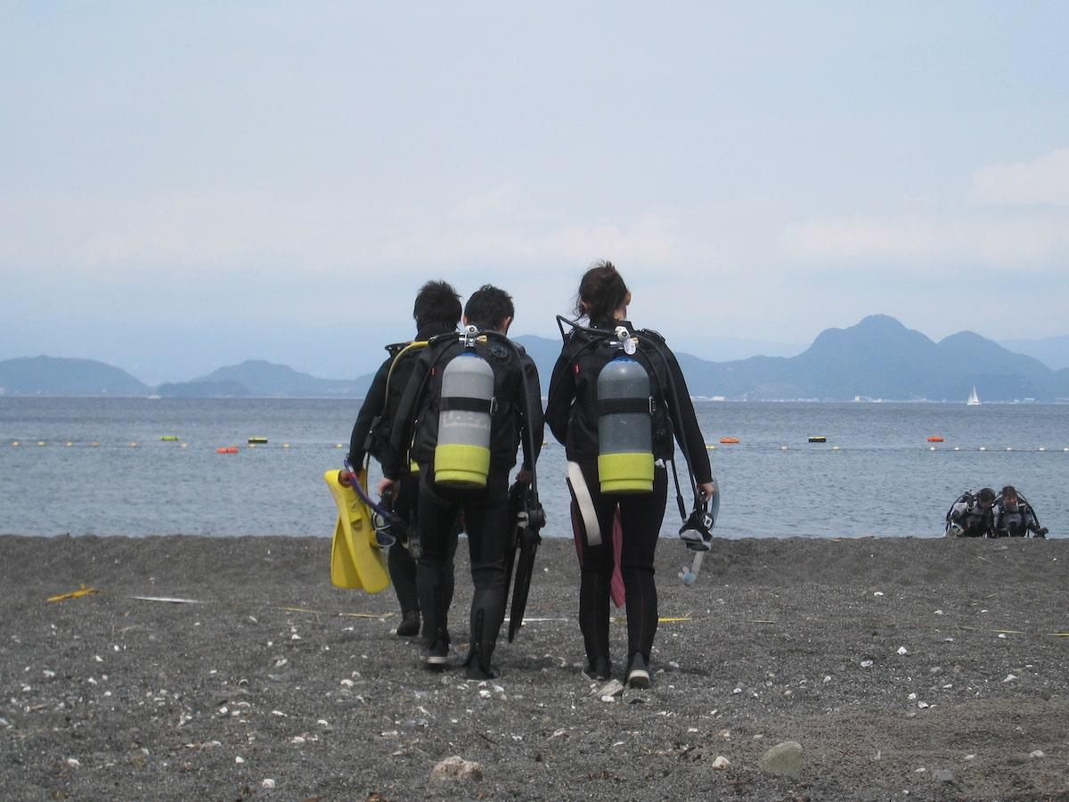 スクーバダイビングのライセンス取得のための海洋実習